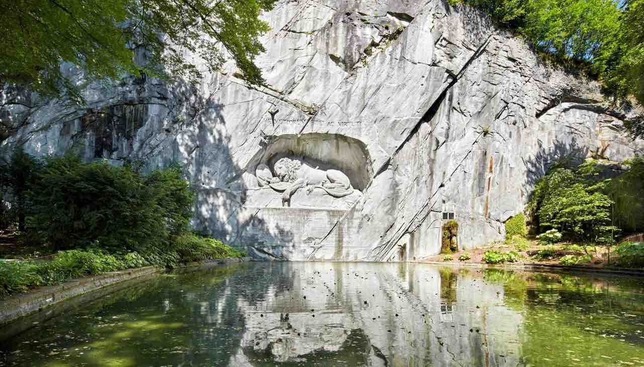 Lucerne lion statue