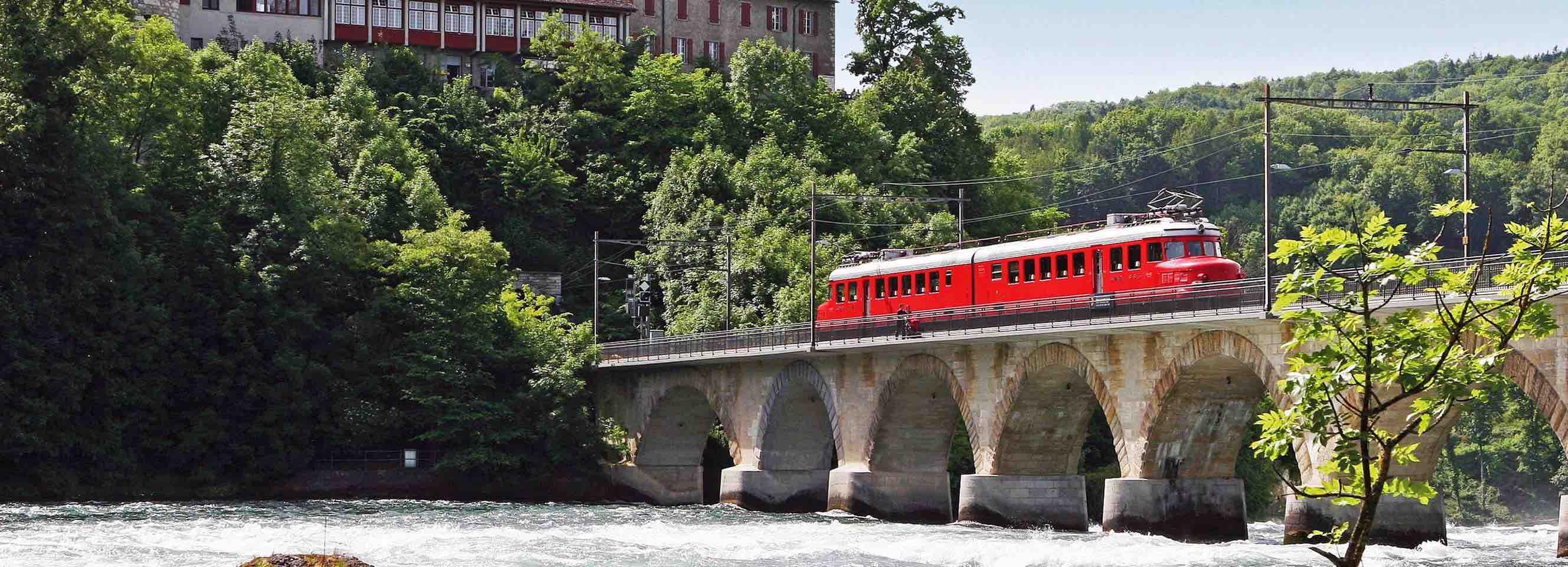 Brunch on Churchil red arrow train