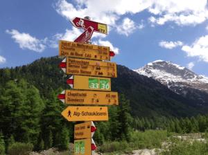 Hiking Signpost ©newInZurich.com