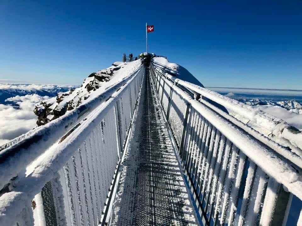 AJourney Across Glacier 3000 On the Snow Bus - Peak Walk