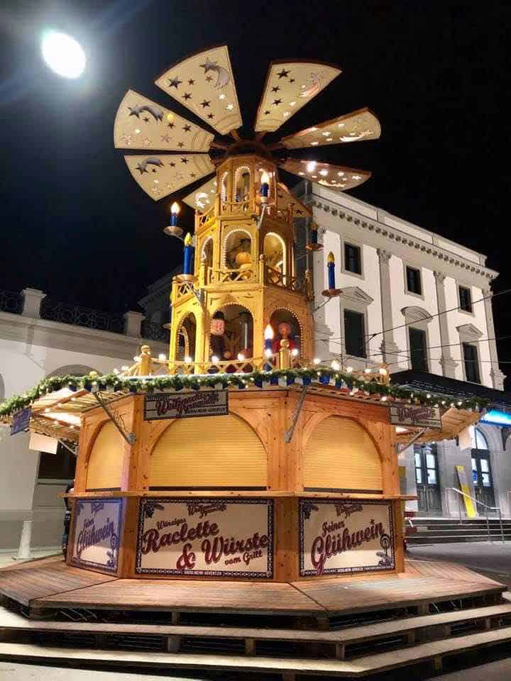 Christmas Pyramid Stadelhofen station