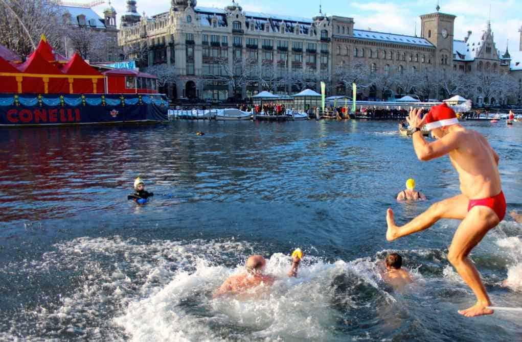Samichlaus Schwimmen in Zurich