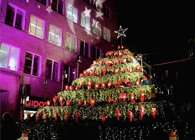 Singing Christmas Tree.Zurich S Singing Christmas Tree Newinzurich Your Guide