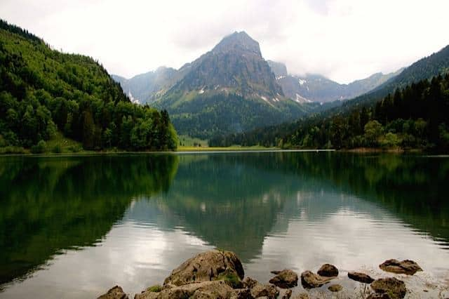 Hiking around Lake Obersee Near Näfels