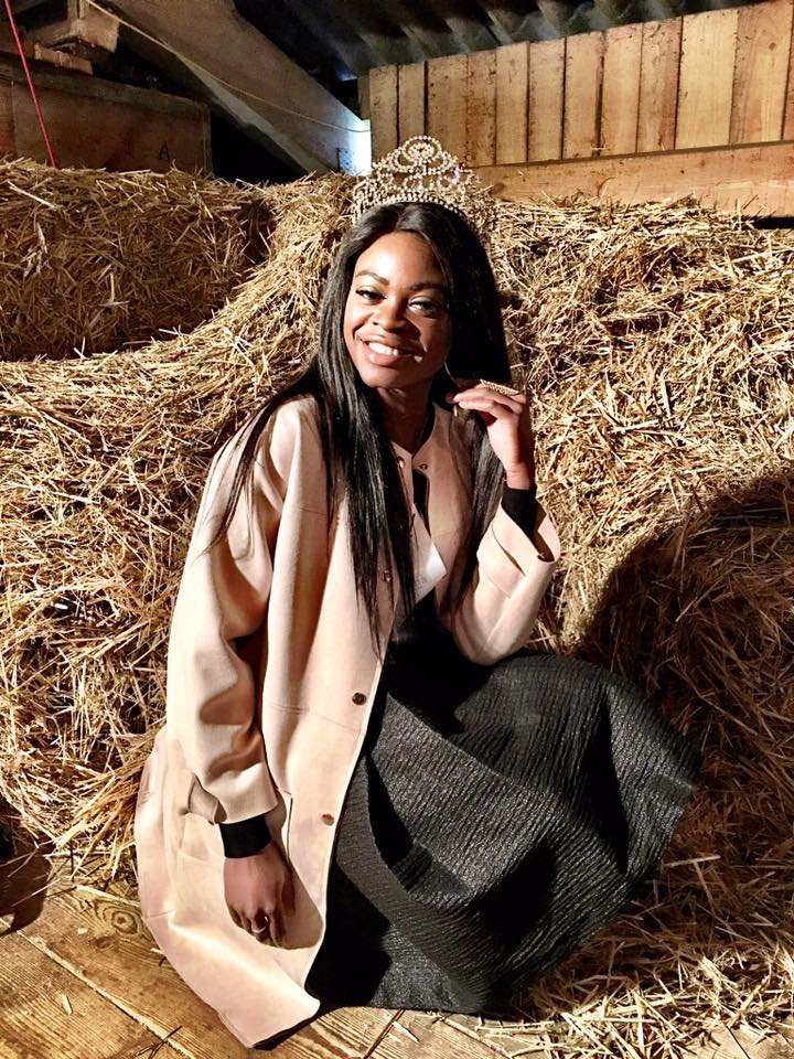 Beauty in the barn - Miss Earth Schweiz Bauer Fritz