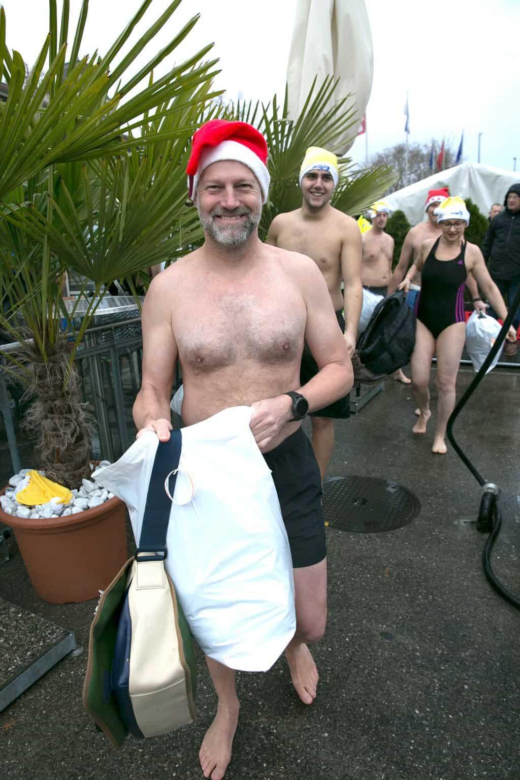 Samichlaus - Schwimmen Zurich in the Chilly Limmat