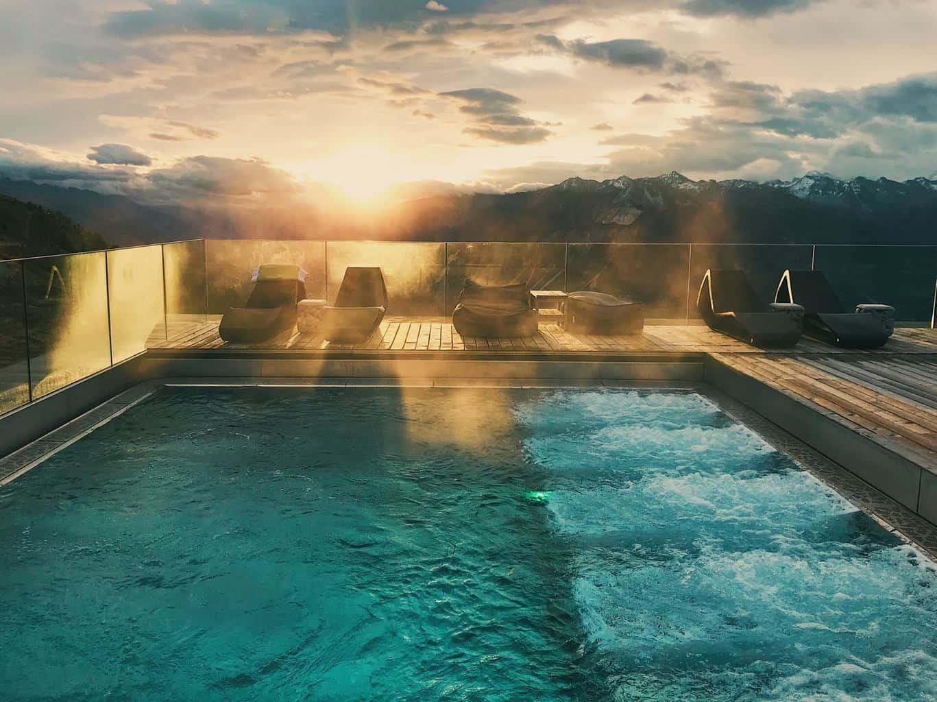 Swimming pool Hotel Chetzeron Crans Montana