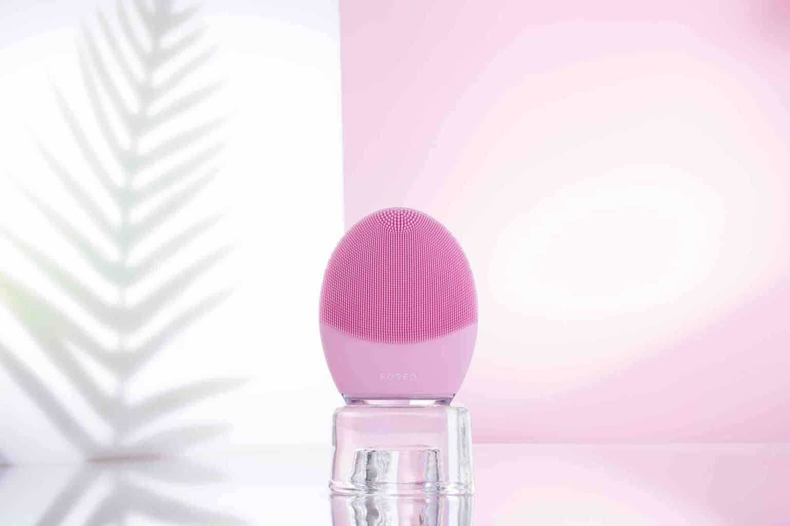 Reviewing The FOREO LUNA 3 Facial Cleansing Device