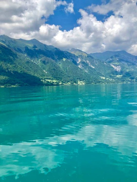 The turquoise water of Lake Brienz