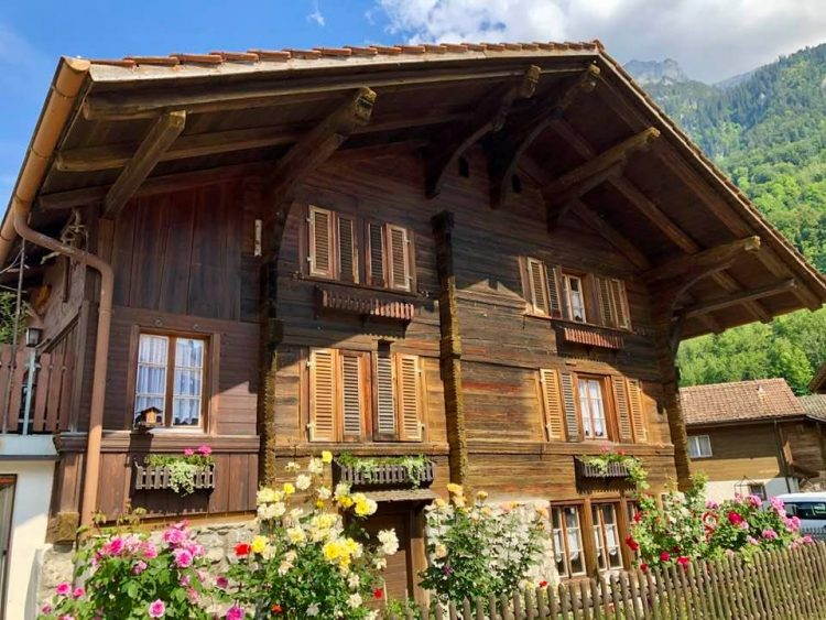 Wooden cottage in Iseltwald Laek Brienz