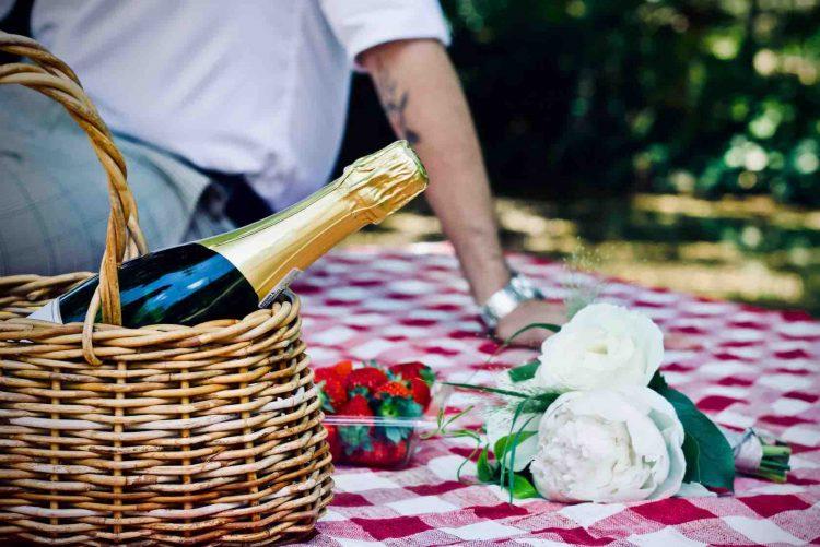 Picnic basket and bubbles