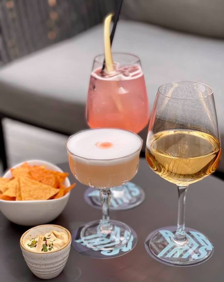 Cocktails at Bar iris at Hyatt Regency Zurich Airport