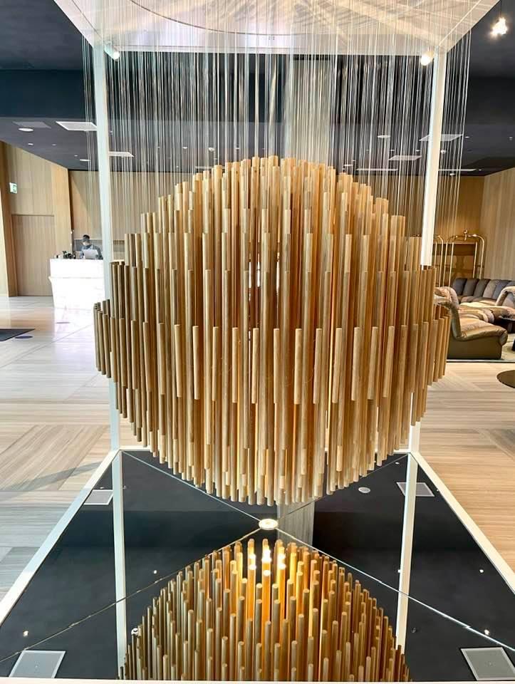 Bing Bang wooden sculpture by Swiss artist Etienne Krahenbühl at Hyatt Regency Zurich Airport