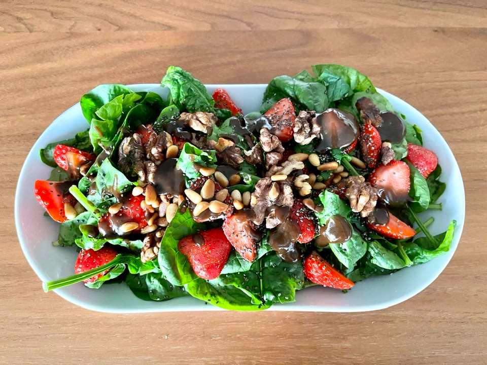 Strawberry, Nut and Spinach Salad