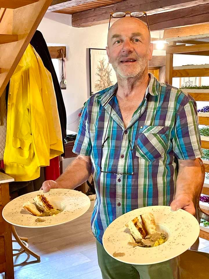 Truffle Hunting Fun with Frank Siffert in Yverdon-Les-Bains Region